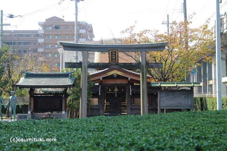 京都の「和江神社」にはワコールの龍神が祀られている