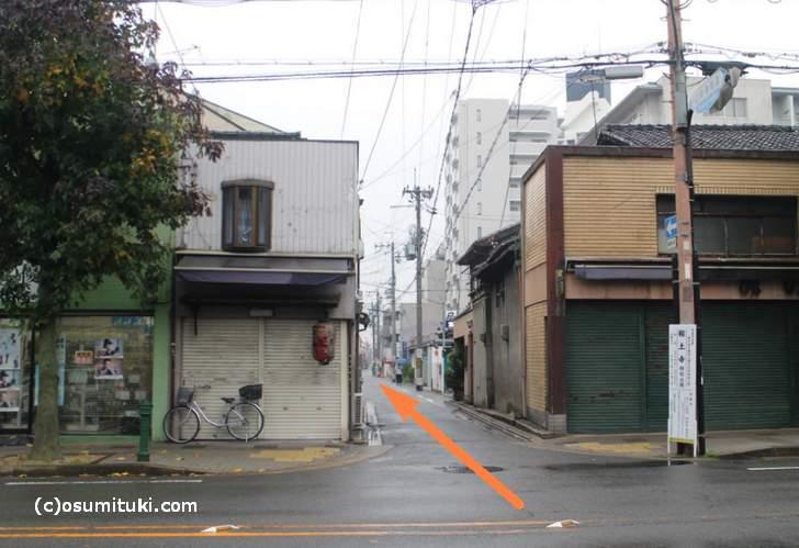千本通からだと、報土寺へ向かう細い道を入る
