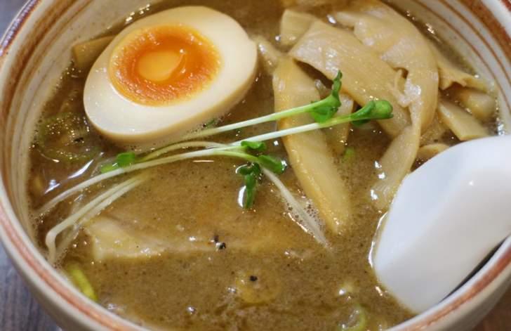 スープは甘めでおいしく、若干スパイシーです