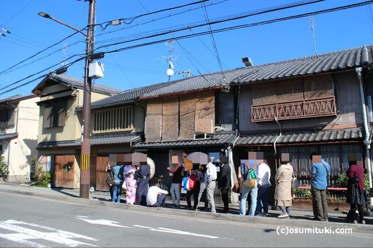 平日13時前の「山元麺蔵」大行列