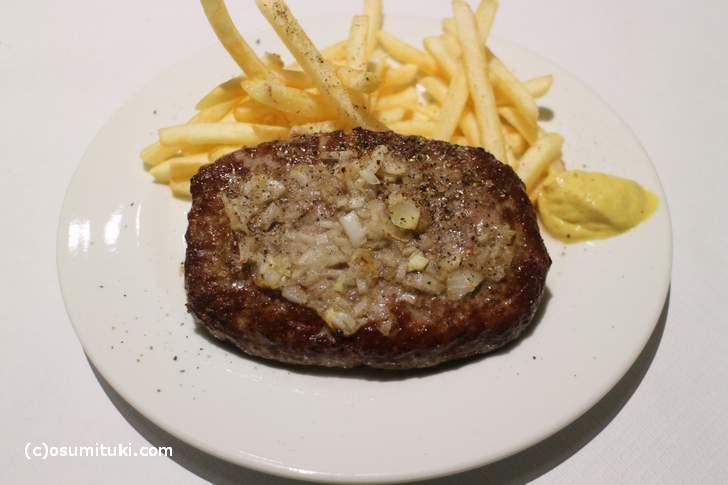 こちらがステーキより肉感がすごいハンバーグステーキ