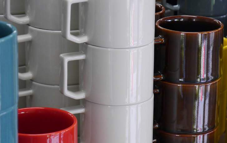様々な工程を分業制で行っている「波佐見焼」(写真は「波佐見陶器まつり」)