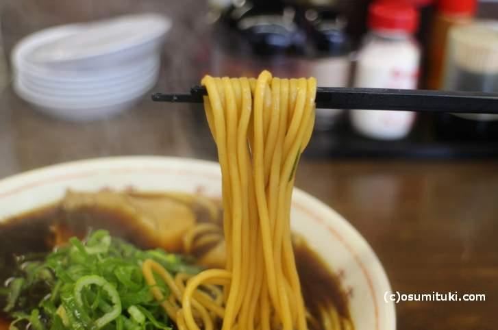 新福菜館のブラックラーメン