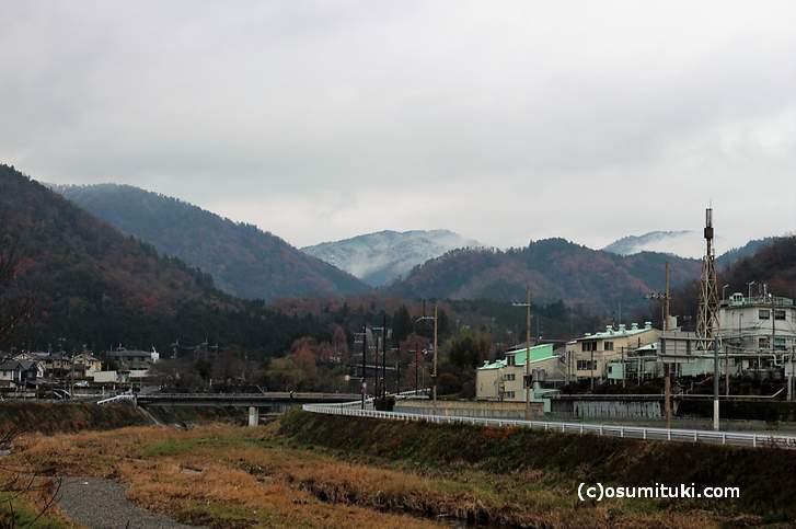 上賀茂十三石山の初雪(2017年12月9日)