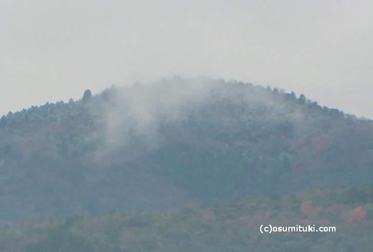 嵐山でもうっすらと冠雪していました