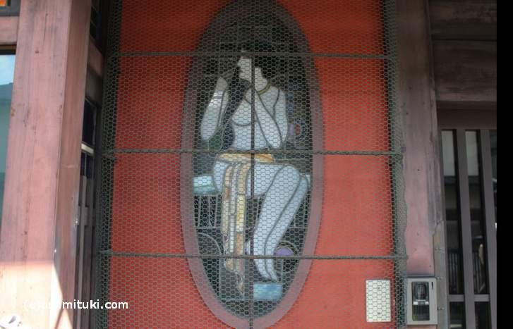 ローマ人っぽい女性のステンドガラス