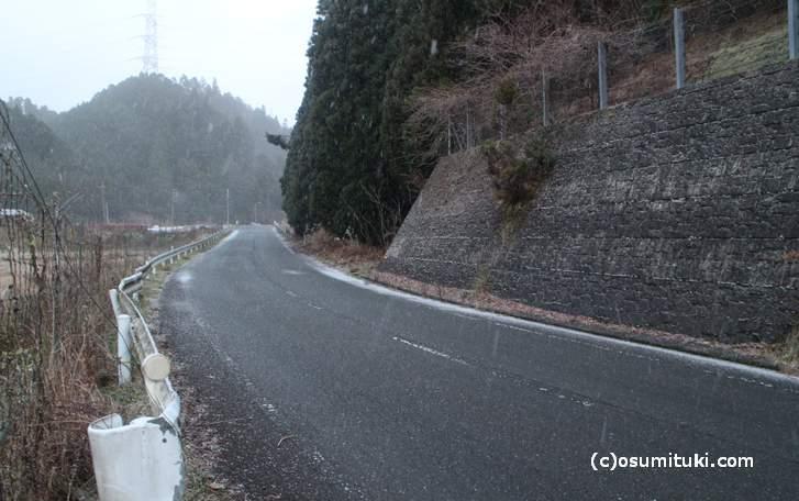 京北は午後から雪が降っています(2017年12月13日17時頃)