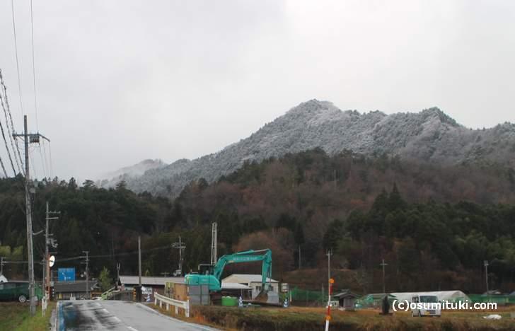 京都府綾部市の山間部では午後から雪が降っていました(2017年12月13日14時頃)