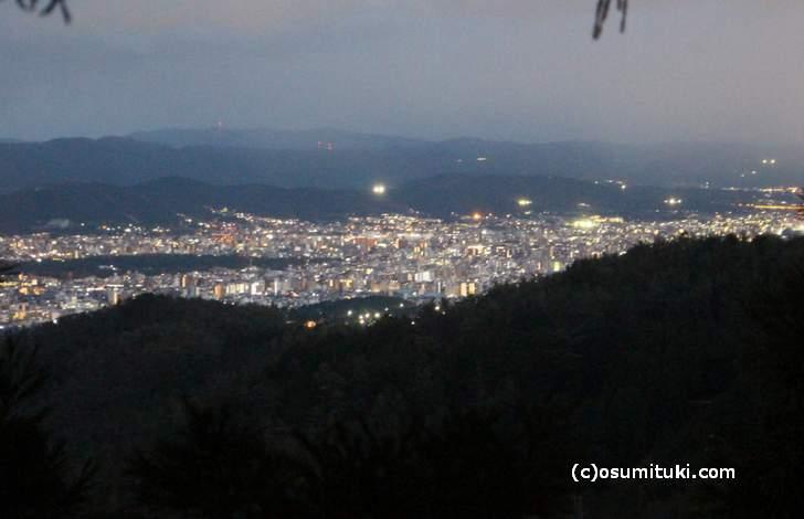 京見峠から見た京都市内(2017年12月13日17時頃)