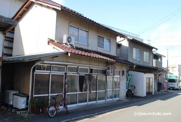 JR福知山駅の北口から徒歩10分くらいの場所にある「お好み焼き ふじ」さん