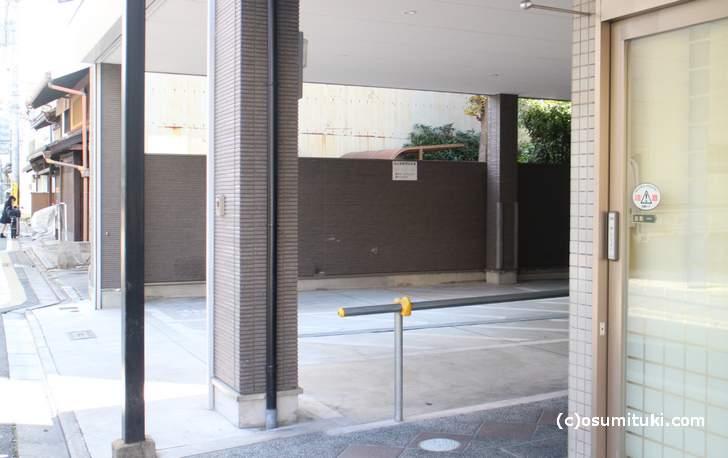 狭いですが高辻店には駐車・駐輪スペースがあります