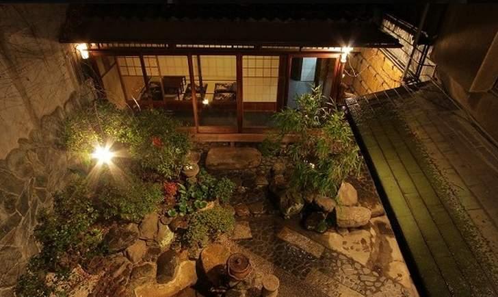 京町家の裏庭(ダイコクドラッグ祇園四条店)