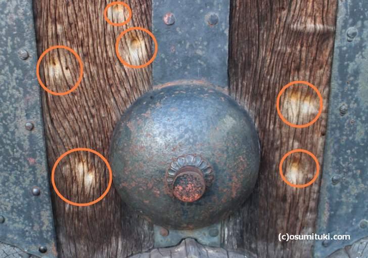 150年以上前の弾痕がいくつも残っています