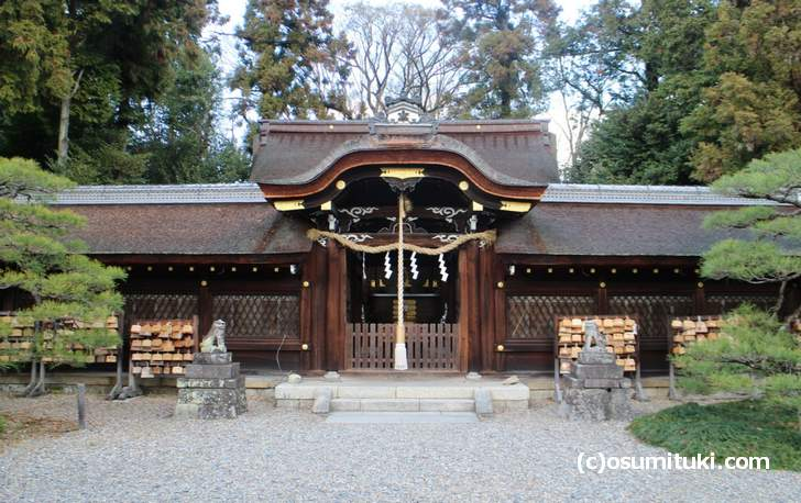 地元では「ネコ神社」ともいう梅宮大社