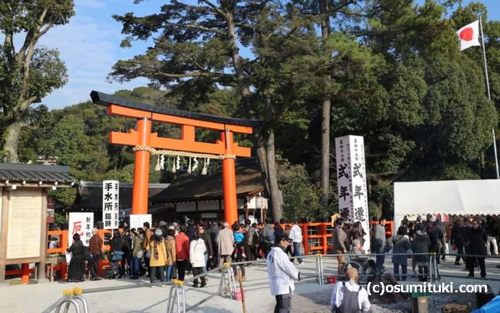 元旦・正月の「上賀茂神社」には多くの参拝者が訪問します