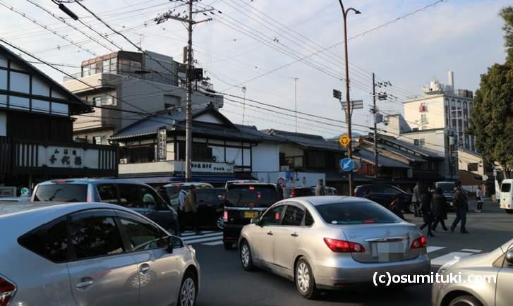 正月は大渋滞する上賀茂神社の駐車場前