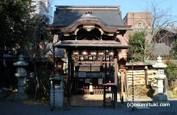 小さい神社なので近場の方が初詣に来るくらいで混雑などはありません