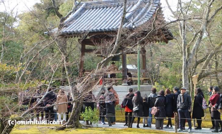 金閣寺の鐘撞はひとり1回200円