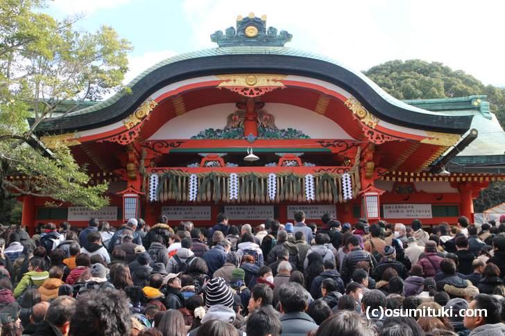 京都ナンバーワンの参拝数を誇る「伏見稲荷大社」の正月風景