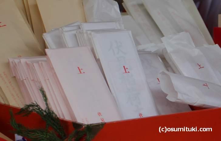 京都は自営業も多く、古い家には神棚があるので「神札(おふだ)」はよく買われます