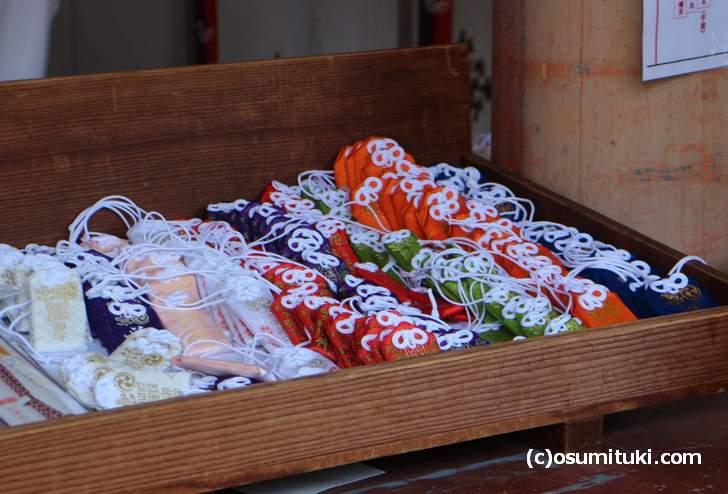 石清水八幡宮の御守は26種類あり、初穂料は500円~1500円
