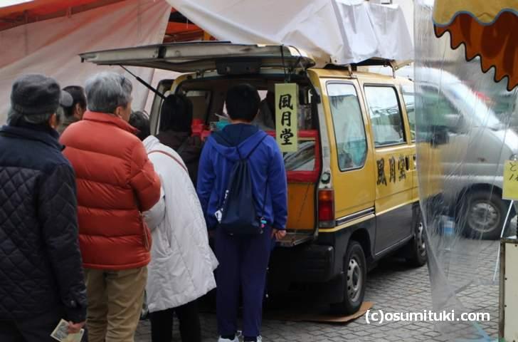 滋賀県のホットドッグ屋台「風月堂」が出張販売に来ています