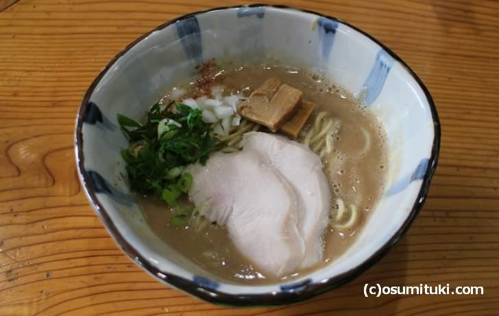 濃厚鶏白湯ラーメン 800円