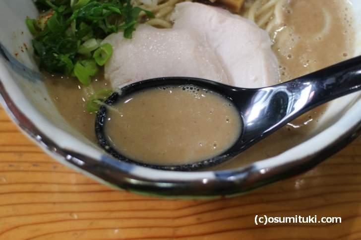 風味とかそういうものはなく塩辛いスープ
