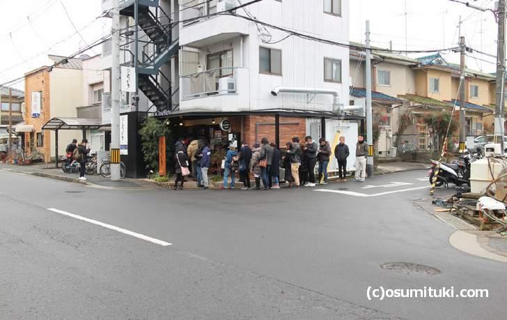 らぁ麺とうひち 回開店前から行列ができるお店です