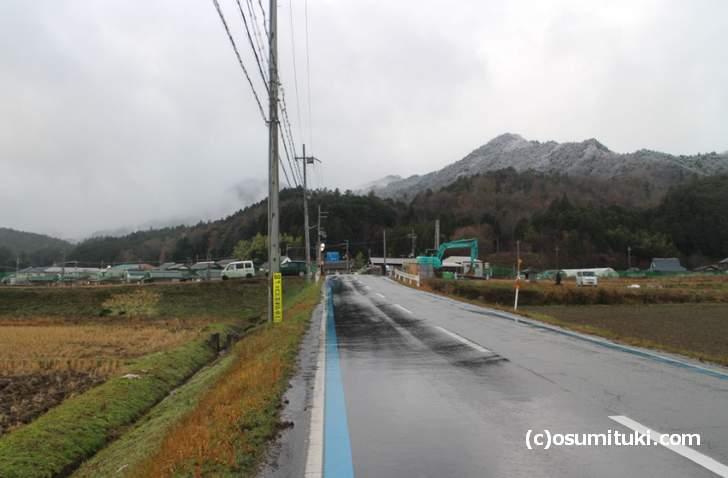 弥平治の丘がある綾部安国寺方面の山では雪が降っています