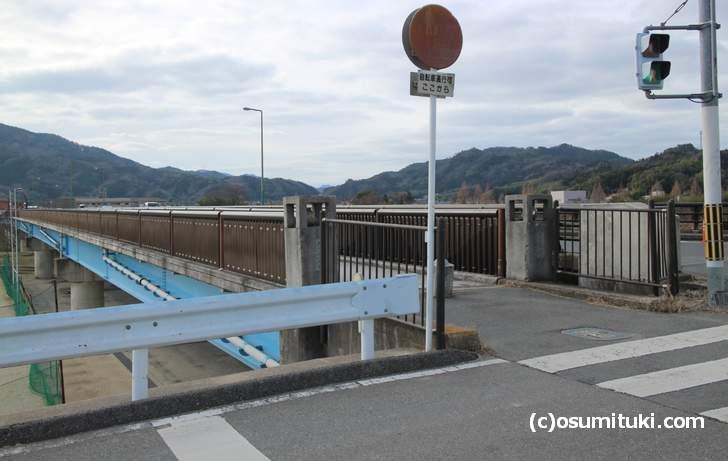 桂川にかかる「月読橋」