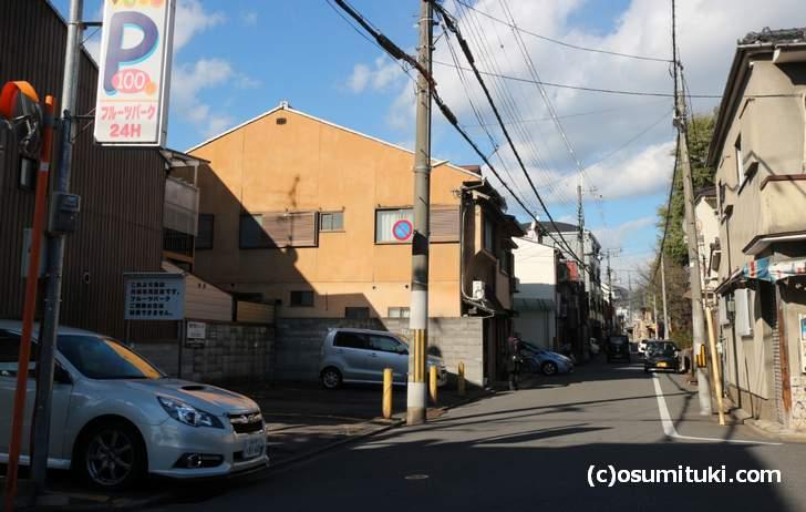 一番近いのは「フルーツパーク円町」というパーキング