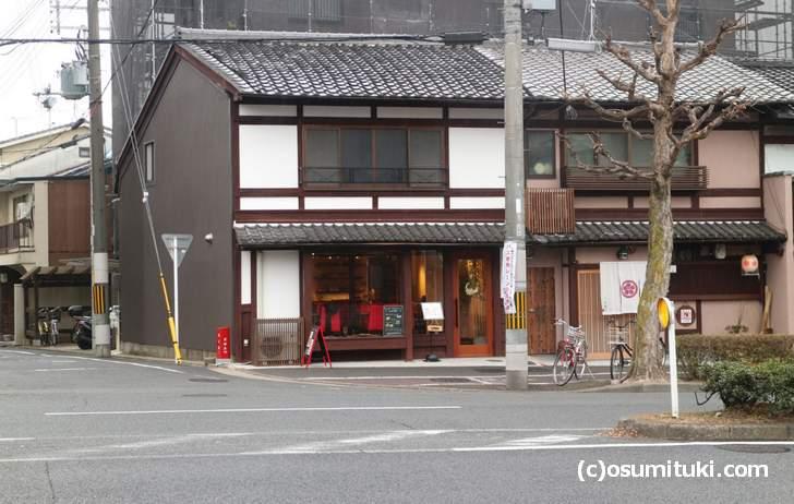金閣寺前におしゃれなレストラン「カフェ&ギャラリー・ランプ」が新店オープン