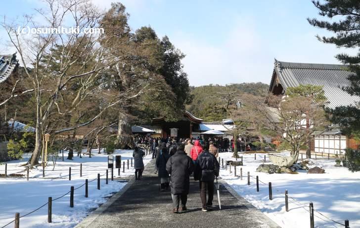 金閣寺は積雪4cmほどでしたが10時前には溶けました(2018年1月25日10時撮影)