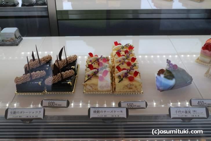 どれもオシャレでキレイなお菓子ばかりで選ぶのに悩みます
