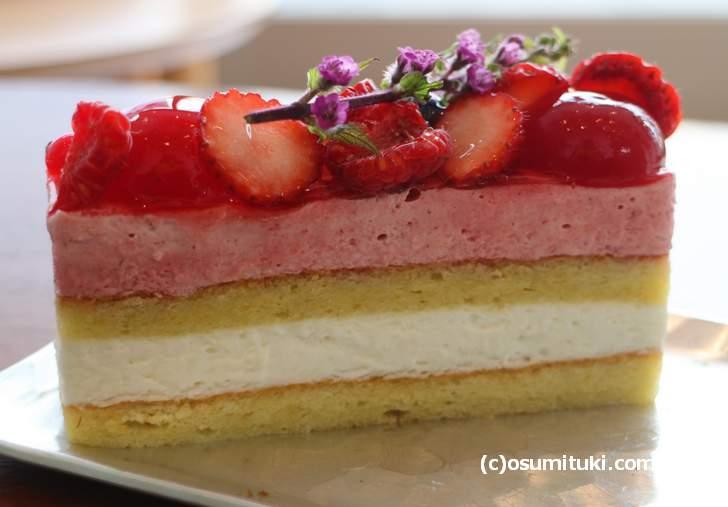 麩菓実(ふがさね)は麩を使ったケーキです