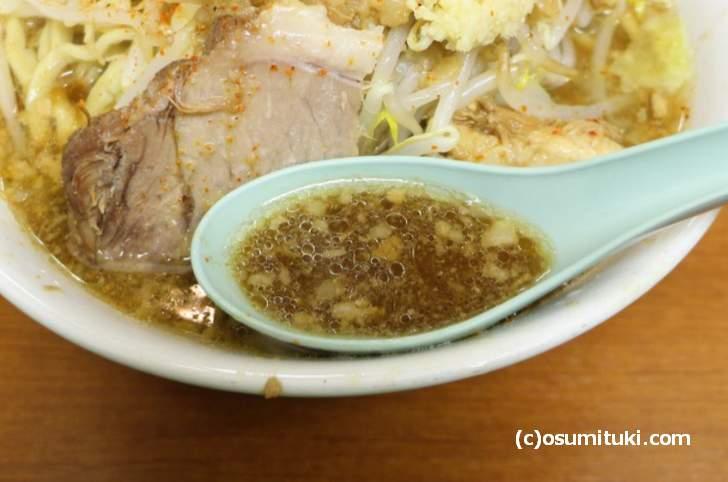 スープは微乳化でショウガを擦ったものが入っています