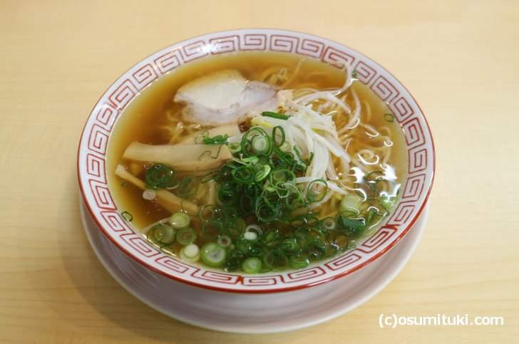 鶏ガラのスープはほんのり甘くコクが強めです