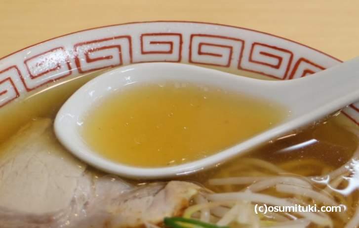 スープは透き通った清湯スープです