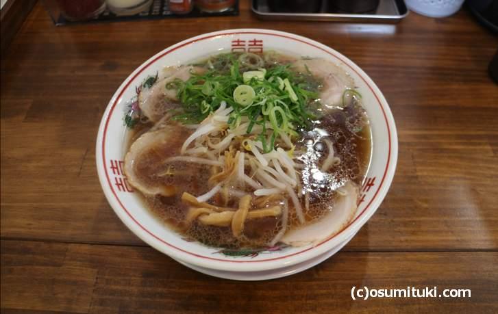 麺処 丸昌 の醤油ラーメン(750円)はアキラ系と呼ばれる京都豚骨醤油