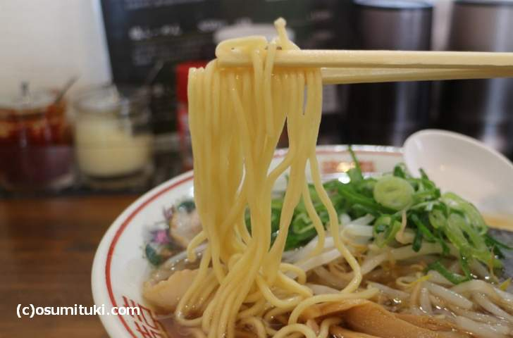 近藤製麺(ラーメン藤)の中太ストレート麺