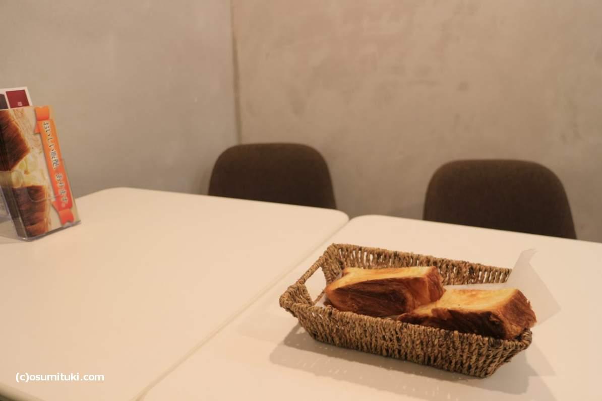 パンとコーヒーくらいは一緒に持ってこいとか思いました