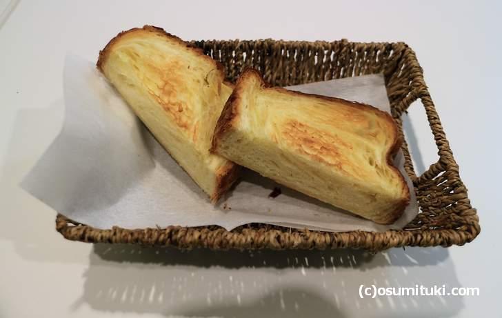 デニッシュ食パンは81層に編み上げてあります