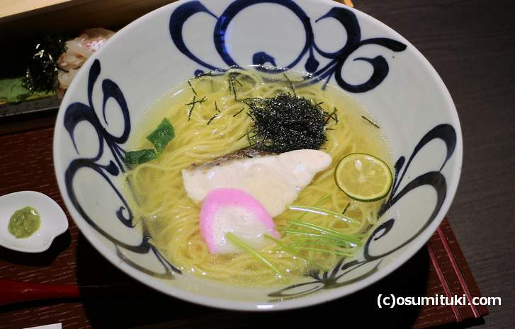 鯛そば、鯛出汁+鶏ガラの塩ラーメンです