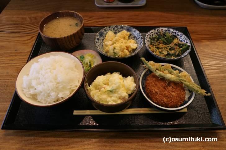 おまかせ定食 500円(ごはん中)