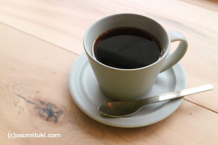 深煎りのビターなコーヒーと最中が名物
