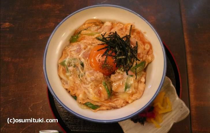 京都で一番おいしいと噂「麺道楽大 京食材を使った特選親子丼」
