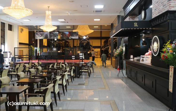 隣には「SL ROMAN CAFE (エスエル ロマン カフェ)」