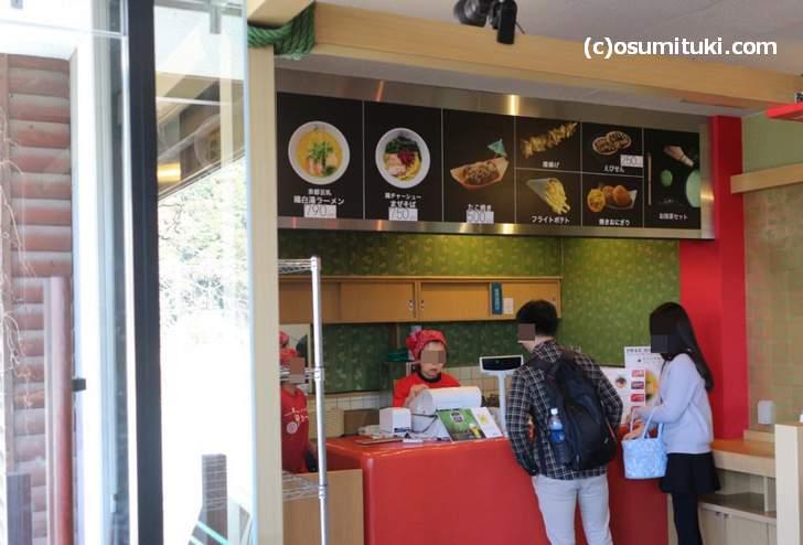 京都嵯峨野 京まつり トロッコ嵯峨駅店でラーメンを食べることにしました