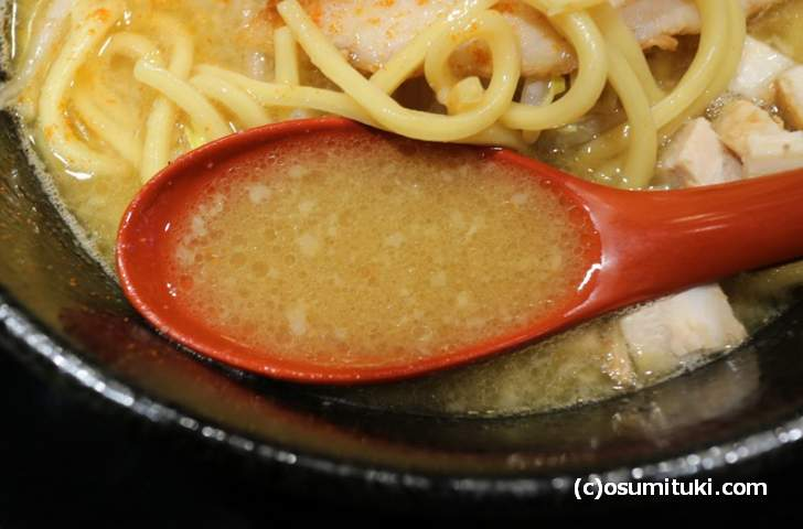 スープは煮干しよりも豚骨が強めでした